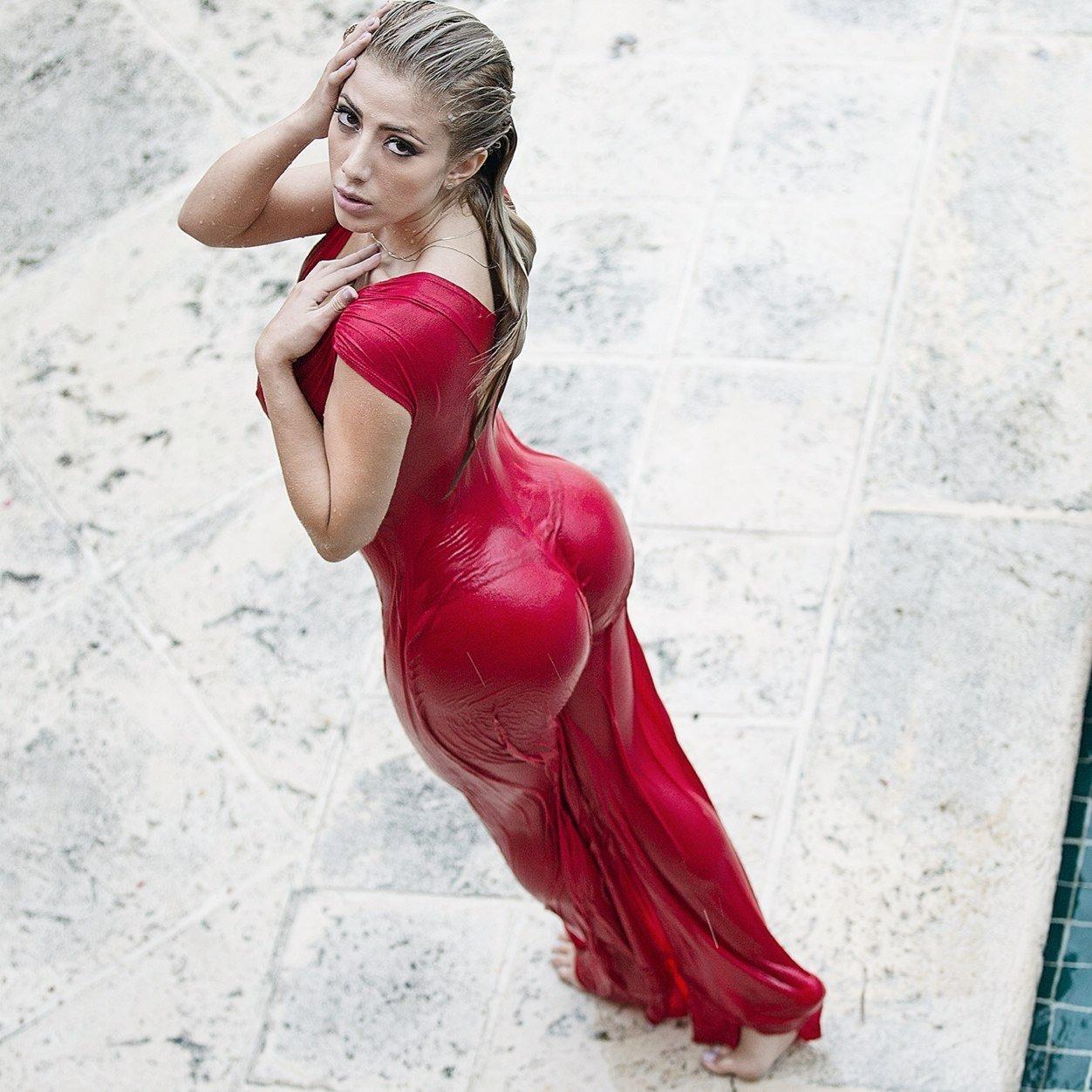 Blonde loves posing masturbation